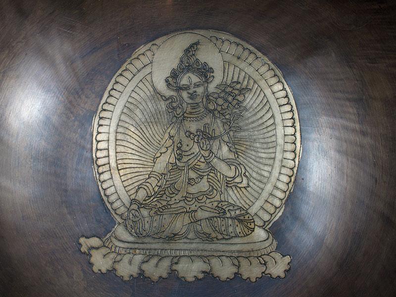 Gravierte Klangschale Weiße Tara
