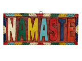 Wandbehang Namaste aus Holz handgeschitzt