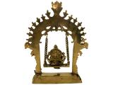 Ganesha Statue sitzend auf Schaukel